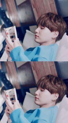 N da pra saber se ele tá lendo ou dormindo ._.