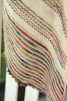 Ravelry: Song of Sorrow shawl pattern by Sara Gresbach Loom Knitting, Knitting Stitches, Hand Knitting, Knitting Patterns, Crochet Patterns, Knitting Needles, Knitted Shawls, Knitted Blankets, Crochet Scarves