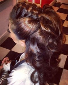 In loveeee with her hair!