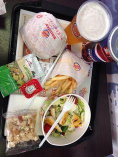 Day 3 midi  Bon vieux fast food.  Est ce la peine de décrire? Burger King.