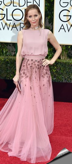 Leslie Mann in Monique Lhuillier gown attends the 73rd Annual Golden Globe Awards.