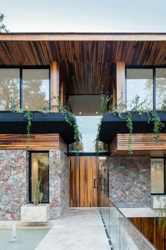 Modern house located in the southwestern area of the province of Buenos Aires. Modern Exterior, Exterior Design, Interior And Exterior, Contemporary Architecture, Interior Architecture, Building Design, Building A House, Arch House, Eco Friendly House