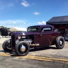 Classic Trucks, Classic Cars, Carros Audi, Traditional Hot Rod, Classic Hot Rod, Fancy Cars, Hot Rod Trucks, Amazing Cars, Hot Cars