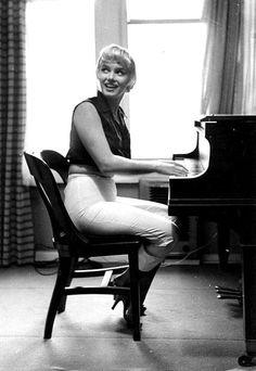 Always Marilyn Monroe... #homesbyjohnburke www.HomesByJohnBurke.com #gtaHOMES4u2  @GTAHomes4U