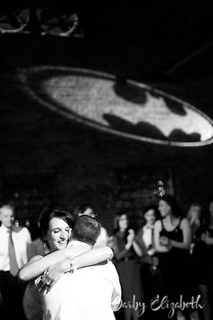 I think I know someone who would have a batman themed wedding if he could! (Over my dead body) Batman Wedding, Geek Wedding, Our Wedding, Dream Wedding, Wedding Stuff, Wedding Dreams, Wedding Wishes, Wedding Reception, Comic Book Wedding