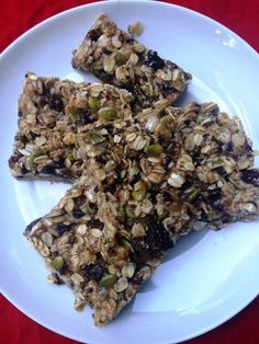 make these in 5 minutes with hemp protein powder cacao nibs gf rolled oats raisins pumpkin seeds and brown rice syrup. Raw gluten-free and vegan. Vegan Granola Bars, Homemade Granola Bars, Healthy School Lunches, Healthy Snacks, Healthy Recipes, Recipes Using Fruit, Raw Almond Butter, Hemp Protein Powder, Raw Pumpkin Seeds