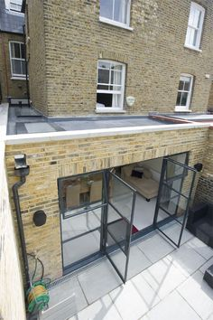 Hire interior designers and builders London for loft conversions and house extensions, such as side return kitchen extensions for Victorian terraced houses. Get an instant online quote and see how you can benefit from a side return extension. Extension Veranda, House Extension Design, Glass Extension, Extension Designs, Extension Ideas, Brick Extension, Kitchen Extension Glass Doors, Orangery Extension, Extension Google