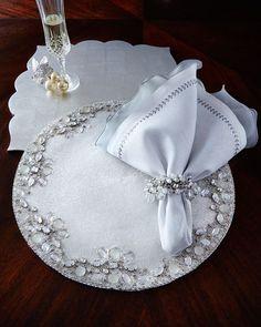 -5EPF Kim Seybert White & Silver Placemats, Napkins, & Napkin Ring