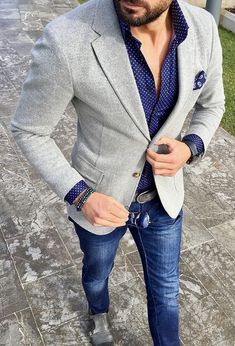 Marry a grey knit blazer jacket with navy jeans for a dapper casual get-up. Grey leather double monks will add elegance to an otherwise simple look. Shop this look on Lookastic: — Na Fashion Mode, Look Fashion, Mens Fashion, Blazer Fashion, Fashion Photo, Fashion Fashion, Trendy Fashion, Mode Man, Knit Blazer