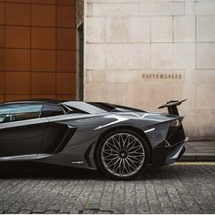 An amazing Lamborghini in grey, love this luxury car. This is a real lifegoal!!