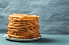 Få den klassiske opskrift på fine, tynde pandekager, der er nemme at få perfekte. Savory Pancakes, Savoury Pancake Recipe, Savoury Recipes, How To Cook Tilapia, Sweet Potato Nachos, Tasty Chocolate Cake, Pancake Day, Chicken And Shrimp Recipes, Seafood