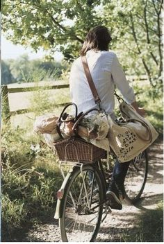 Ride bikes in the forest to a picnic area. Have a picnic and then play bocci ball. Picnic Set, Picnic Time, Picnic Ideas, Summer Picnic, Summer Sun, Country Life, Country Living, Provence, Cycle Chic