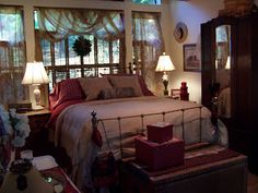 Beatrice Euphemie: Holiday Bedroom Decor Window treatment idea
