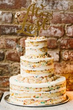 Momofuku Milk Bar Confetti Cake: http://www.stylemepretty.com/2014/10/29/whimsical-brooklyn-wedding-at-the-wythe-hotel-2/ | Photography: Elizabeth & Rich - http://elizabethandrich.com/