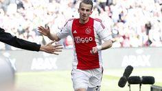 Vaclav Cerny, die als rechtsbuiten de voorkeur kreeg boven Lasse Schöne en zo zijn basisdebuut maakte in de Eredivisie, zette Ajax in de 37e minuut op een 1-0 voorsprong. © ANP