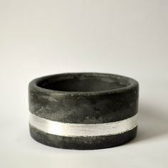 Concrete jewelry - wood bracelet in anthracite with silver metal leaves.