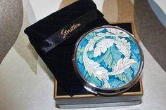 William Morris Acanthus Pattern by Stratton. Powder Compact with Mirror. Presented in Original Gift Box with velvet pouch. Karen Campbell, Stratton Compact, Heat Resistant Glass, Blue Bowl, Powder Puff, Glass Kitchen, Acanthus, Arts And Crafts Movement, William Morris