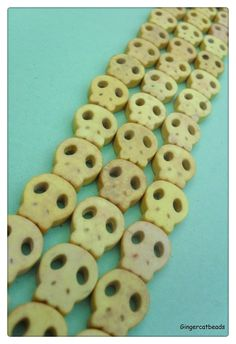 15 x Dyed Turquoise Beads - 15mm - Skull - Yellow