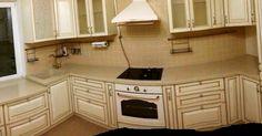 Кухня из дуба цвета слоновой кости с золотой патиной. Kitchen Cabinets, Home Decor, Kitchen Maid Cabinets, Interior Design, Home Interiors, Decoration Home, Kitchen Cupboards, Interior Decorating, Home Improvement