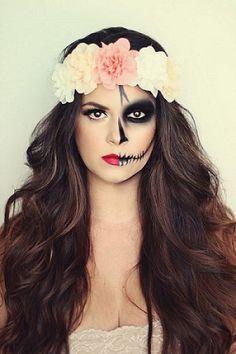 Halloween make-up ideas for women: How to really scare .-Halloween Schminkideen für Damen: So erschrecken Sie richtig! Wow, that& a great Halloween make-up. Half scary and the other half beautiful. A real eye-catcher. up makeup - Skeleton Makeup Half Face, Half Skull Makeup, Day Of The Dead Makeup Half Face, Skeleton Makeup Tutorial, Eye Makeup, Half Skull Face Makeup, Witch Makeup, Freaky Makeup, Day Of Dead Makeup