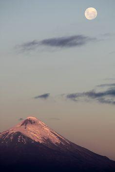 Volcan Osorno y la Luna!   by isanat_