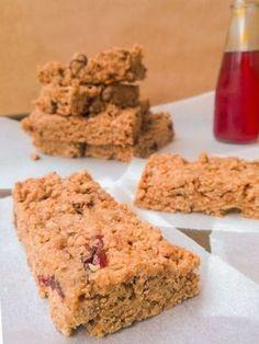 Μπαρες δημητριακων με ταχινι και βρωμη! Healthy Cookies, Healthy Snacks, Healthy Recipes, Oat Bars, Granola Bars, Oats Recipes, Sweet Recipes, Energy Snacks, Food Inspiration