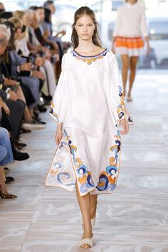 See the complete Tory Burch Spring 2017 Ready-to-Wear collection.