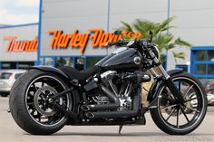New Project: This new #Harley-Davidson Softail Breakout is quipped with our latest #Thunderbike Custom Parts. More photos and infos on our website.