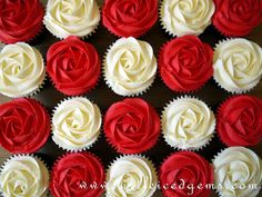 (Vday idea) Alice in Wonderland Cupcakes - only, pipe half the red icing on and then half the white on.kinda like she's in the middle of painting them Alice In Wonderland Cupcakes, Alice In Wonderland Tea Party Birthday, Alice In Wonderland Birthday, Wonderland Party, Alice In Wonderland Decorations, Wonderland Alice, Mad Hatter Party, Mad Hatter Tea, Rose Cupcake