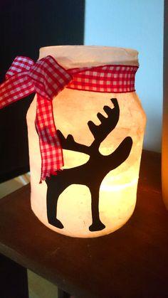 Teelichthalter einfach selbst gemacht – 6 tolle Ideen zu Weihnachten. Diese süße Rentier Teelicht könnt ihr im Nu aus einem alten Joghurtglas selber machen. Diese und noch mehr schöne Ideen für weihnachtliche Kerzen zum selber basteln gibt es bei Frantasiaaa Bastelblog. Teelichthalter einfach selbst gemacht – 6 tolle Ideen zu Weihnachten