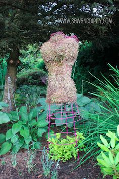 Chicken wire + tomato cage = garden girl topiary