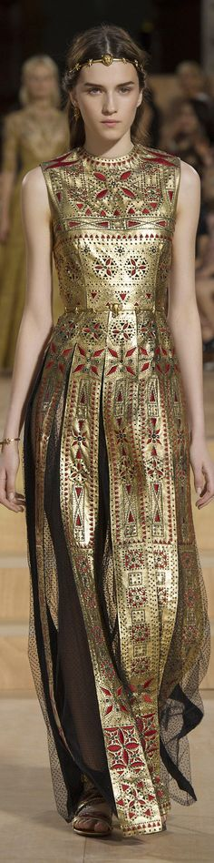Valentino Fall 2015 Couture Fashion Show Photo: Umberto Fratini Haute Couture Style, Couture Mode, Couture Fashion, Runway Fashion, Foto Fashion, High Fashion, Fashion Show, Fashion Design, Fashion Fashion