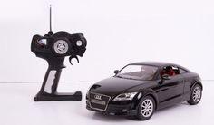 AUDI TT Black - coś dla miłośników zabawek. Chociaż teraz coraz większą popularnością cieszą się wszelkiego rodzaju drony, to jednak nadal wiele osób uwielbia bawić się samochodami sterowanymi na radio. Takie modele pojazdów często nadzwyczaj dobrze odwzorowują oryginały. Zaopatrzone w dobrej jakości silniki elektryczne są w stanie rozpędzać się do dużych prędkości, sprawiać zarówno mniejszym, jak i większym użytkownikom niezłą frajdę. #gadżet #gadżety #zabawka ##samochód ##sterowany…