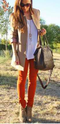 Bright skinnies + neutral layers.