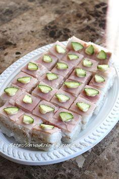 一口洋風押し寿司♪ |お魚を仕入れなくても、揃う材料で出来てしまうのが魅力的な押し寿司。ツナ缶を使ったお手軽さが◎のこちらは、ハムの淡いピンクと、きゅうりのグリーンが美しい!