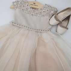 Vestido Luxo para as princesas! Disponível na loja. Tam: 3 e 4 anos…