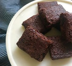 My mum has been famous for a few signature dishes in her time. Usually from other people& recipes that she puts her twist on (Nigella& chocolate pav at Christmas for example!) Her brownies, however, are… Sugar Free Recipes, Almond Recipes, Gluten Free Recipes, Easy Recipes, Gluten Free Chocolate, Chocolate Recipes, Chocolate Brownies, Bean Brownies, Healthy Chocolate