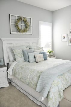 Small Master Bedroom Ideas for Couples Decor. The ideas presented in this article will be of great use while you are preparing to decorate a master bedroom, especially if you have a small master bedroom. Guest Bedroom Decor, Guest Bedrooms, Home Bedroom, Bedroom Furniture, Guest Room, Bedroom Beach, Coastal Bedrooms, Budget Bedroom, Decor Room