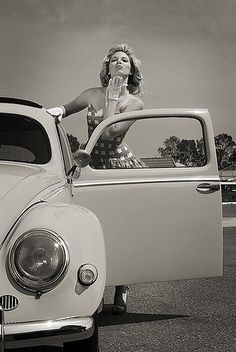 - pose: pin up - 50's style
