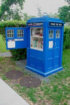 Tardis Little Library in Bloomington, Minneapolis (It's so wonderful and built with a lot of fan-love! The shelves are lined with pages from a dictionary and has a guest book for signing) | Literature Is My Utopia
