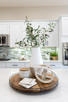 Kitchen Countertop Decor, Kitchen Tray, Boho Kitchen, Wooden Kitchen, Kitchen Themes, Kitchen Decorations, Wooden Platters, Neutral, Tray Styling