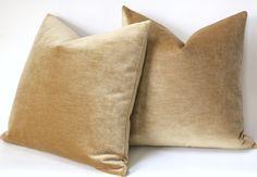 Antique Gold Pillow Cover / Gold velvet Pillow Cover / Vintage Velvet Pillow / Yellow Pillow / Solid Gold Cushion Co Neutral Pillows, Yellow Pillows, Gold Cushions, Velvet Cushions, 20x20 Pillow Covers, Cushion Covers, Gold Fabric, Pillow Fabric, Vintage Velvet