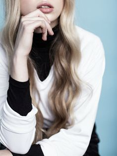 Hair - soft, long waves. | Source: bienenkiste | photo by Luc Coiffait | Pinned from hernewtribe.