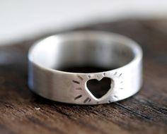 Heart Ring Silver Cutout Mothers Day Ring door monkeysalwayslook, $72.00