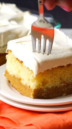 This super easy Pumpkin Magic Cake is three layers of deliciousness all wrapped up into one glorious dessert! A fluffy and moist cake, perfectly spiced pumpkin pie filling and a creamy pumpkin mousse on top! You're going to LOVE Food Cakes, Cupcake Cakes, Snack Cakes, Delicious Desserts, Dessert Recipes, Cake Mix Desserts, Easter Recipes, Dinner Recipes, Light Desserts