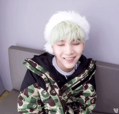 Super Sleuth ARMYs are back at it again with predictions and they think BTS' Suga will tranform to Agust D to drop new music really soon! Yoongi Bts, Suga Suga, Suga Gif, Smile Wallpaper, Screen Wallpaper, Bts Wallpaper, Bts Christmas, Bts Fanfiction, Bts Fans