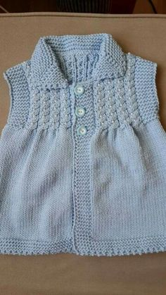 How To Knit A Collar Baby Vest With Twirl And Pearl Trim. 4 years – Birgül Arar – Join in the world of pin Baby Sweater Patterns, Baby Knitting Patterns, Knitting Designs, Baby Patterns, Knitting Blogs, Knitting For Kids, Baby Cardigan, Baby Sweaters, Baby Dress