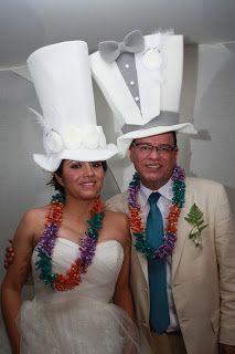 Sobreros de Fommy de novia y novio ideal para tu boda en playa por Bodas Huatulco Estilo Country, Party Hats, Ale, Captain Hat, Birthday, Catering, Weddings, Disney, Beach
