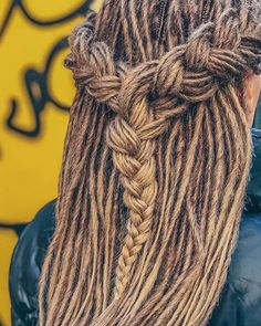 Classic dreadlocks #hairideas #hairstyles Black Men Hairstyles, Dreadlock Hairstyles, Messy Hairstyles, Wedding Hairstyles, Dreads Styles, Curly Hair Styles, Natural Hair Styles, Thin Dreads, Natural Dreads
