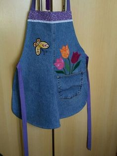 Sewing Hacks, Sewing Crafts, Sewing Projects, Artisanats Denim, Jean Apron, Cute Aprons, Techniques Couture, Denim Ideas, Denim Crafts